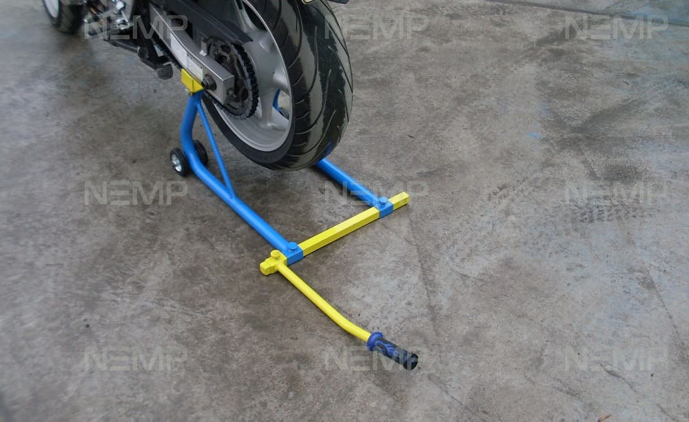 Universal stand for the rear and front wheels